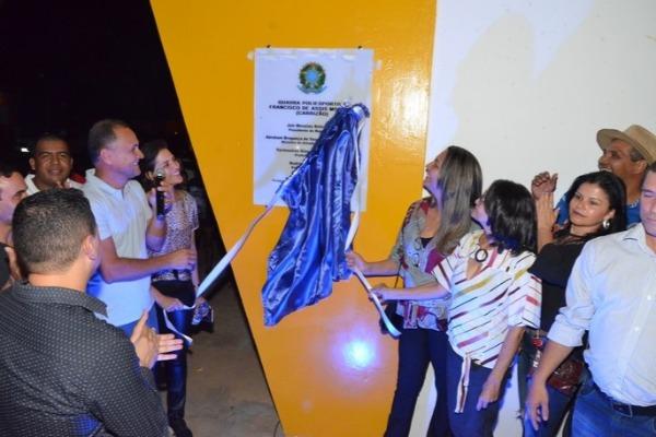 Termosires Neto entrega quadra de esporte em Formosa do Rio Preto