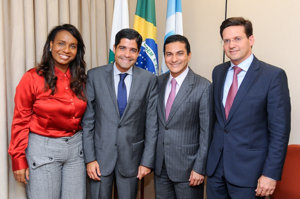 Na foto, da esquerda para direta, Tia Eron, ACM Neto, Marcos Pereira e João Roma.