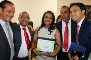 Tia Eron recebe o título de cidadã de Vera Cruz (BA)
