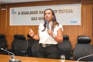 Tia Eron defende políticas públicas eficientes para reparar desigualdades sociais no país