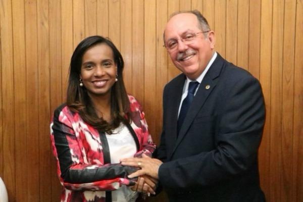 Tia Eron participa de encontros do PRB no Recôncavo baiano e extremo sul da Bahia