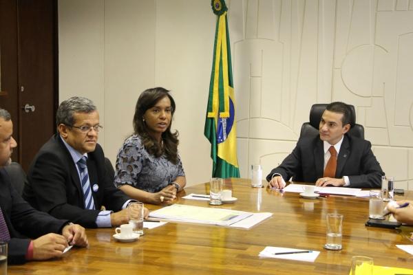 Tia Eron leva empresários baianos para audiência com ministro Marcos Pereira