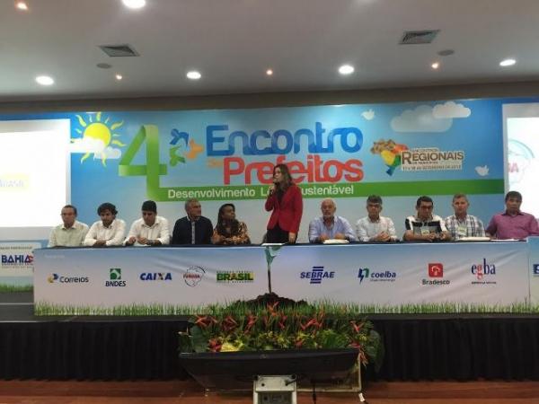 tia-eron-prb-participa-de-encontro-sobre-sustentabilidade-com-prefeitos-foto-ascom-28-09-15-02