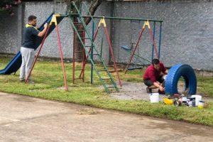 Tiago Ilha ajuda comunidade a revitalizar escola em Farroupilha