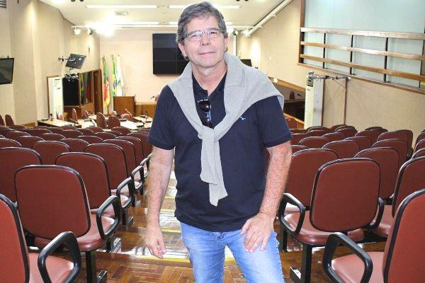 Republicano toma posse como 1º vereador surdo de Caxias do Sul