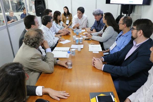 Reunião na ExpoIngá debate o desenvolvimento da região Norte do Paraná