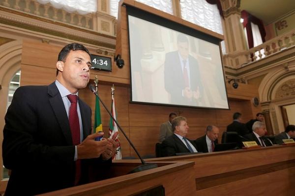 Valdemir quer acelerar trâmite de projeto de divulgação das votações da Câmara