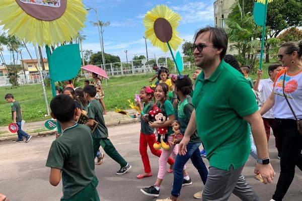 Vavá Martins participa de caminhada contra o abuso sexual de crianças em Belém