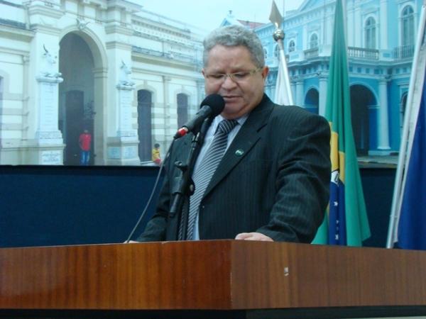 Raul Batista realiza sessão especial em prol da Cruz Vermelha