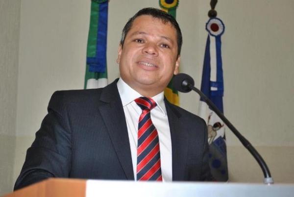 Vereador Welton Irmão quer proibir o uso de narguilés por menores