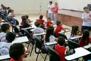 vereadora-aline-gurgel-prb-macapa-cobra-urgencia-uniformes-escolar-ascom-06-06-2016-02