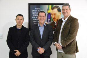 Vinicius Carvalho recebe idealizador de projeto educacional reconhecido pela ONU