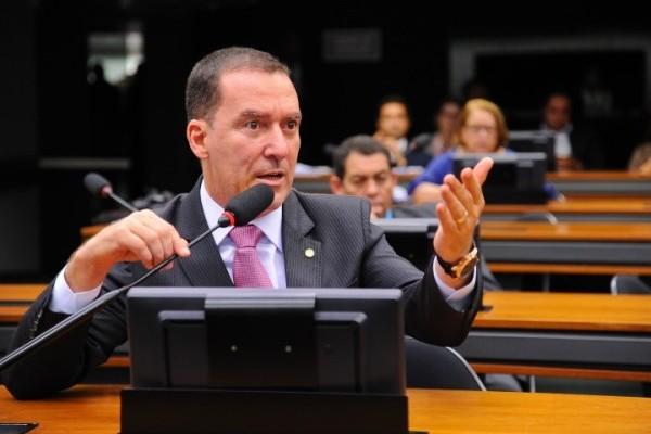 Vinicius Carvalho quer proibir repasses a envolvidos em danos ao patrimônio