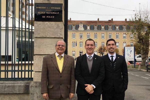 Vinicius Carvalho visita Escola Nacional de Polícia em missão oficial na França