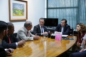 Vinicius Carvalho debate direitos autorais com Rodrigo Maia