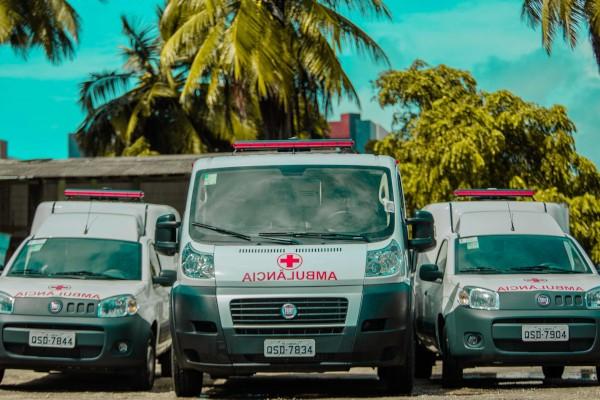 Prefeitura Vitor Hugo entrega três novas ambulâncias à população de Cabedelo