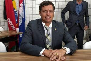 Vereador Vitor Hugo assume a Prefeitura de Cabedelo (PB)