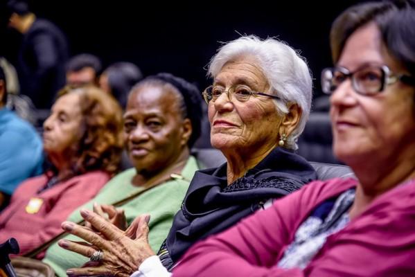 Câmara realiza sessão solene em homenagem aos idosos