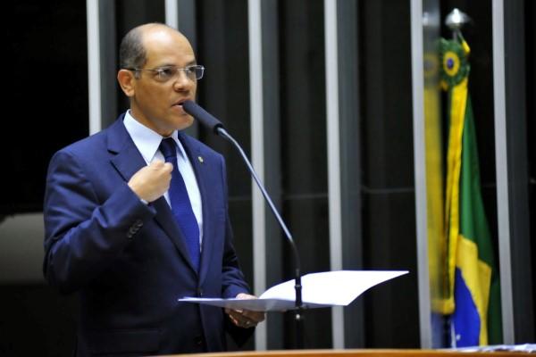 Vitor Paulo defende criação de programas de segurança alimentar para idosos