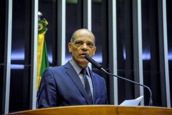 Vitor Paulo defende votação de PEC que isenta idosos do pagamento de imposto de renda