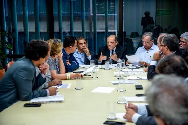Vitor Paulo preside reunião da bancada do DF para definição das emendas de 2019