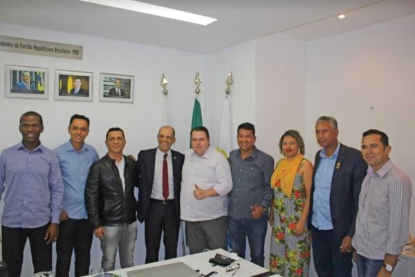Vitor Paulo reafirma compromisso com Entorno do DF em reunião com vereadores