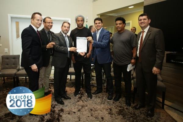 PRB DF oficializa filiação do craque Ronaldinho Gaúcho