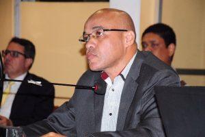 Washington Uchôa pede a construção de mais escolas em Volta Redonda
