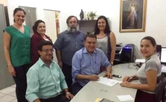 A doação do terreno para construção da sede da APAE contou com o empenho do prefeito Weber Araújo.