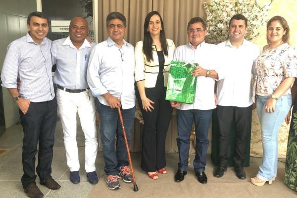 Webston Pinheiro cobra melhorias no atendimento de saúde em Policlínica
