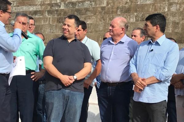 Wellington Moura participa de inauguração de quadra society em Taguaí (SP)