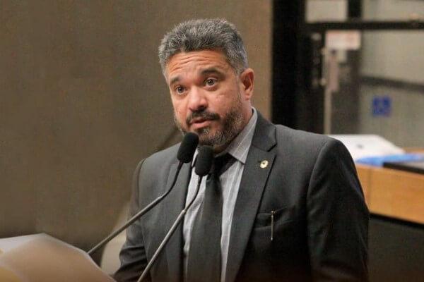 William Brigido alerta sobre alto índice de evasão escolar em PE