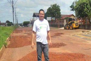 Wilson Tim leva serviços de pavimentação para bairro de Cacoal