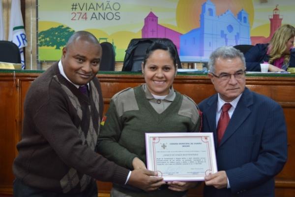 Xandão Gomes entrega moção a órgãos de proteção às mulheres em Viamão