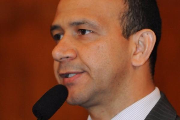 Carlos Gomes defende contratação de servidores aprovados no RS
