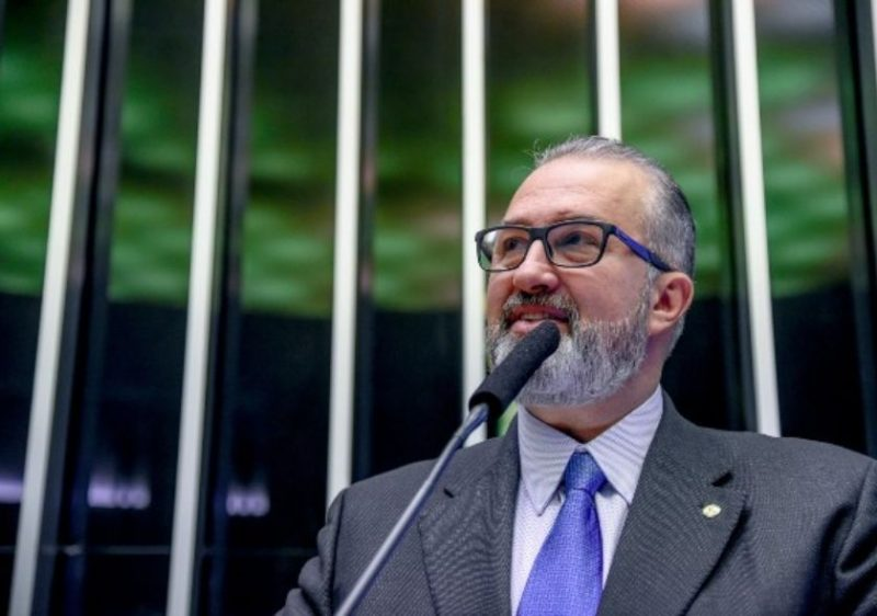 Aroldo Martins propõe alteração em lei para preservar saúde de atletas