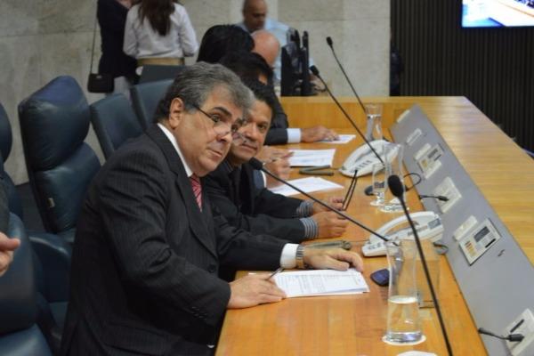 Projeto de Atílio Francisco prevê benefícios a clientes de bancos em SP