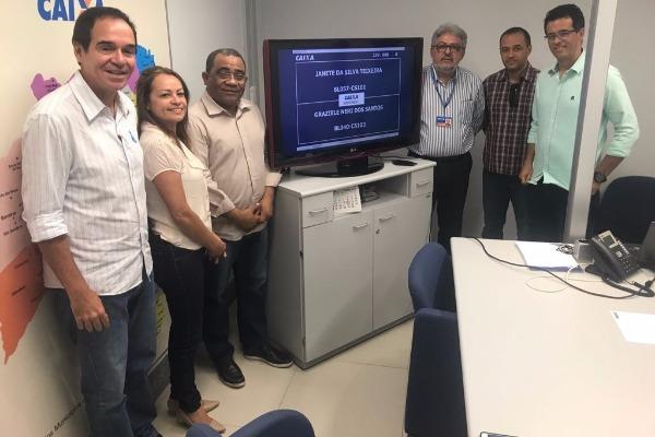 Eli Ribeiro participa de sorteio que define moradias de Feira de Santana (BA)