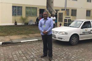 Secretário Eli Ribeiro visita residencial e diz que não vai tolerar irregularidades