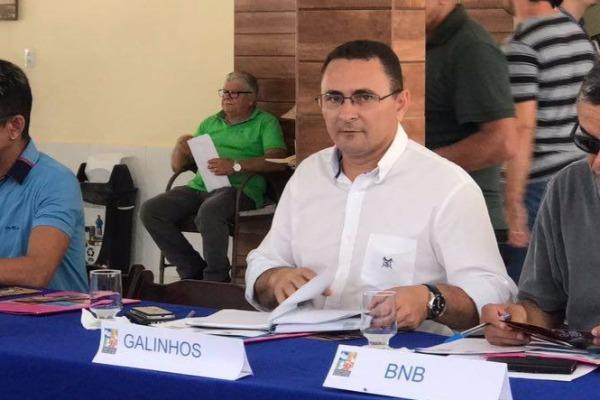 Fábio Rodrigues quer sinalização e fiscalização para evitar trânsito irregular na praia