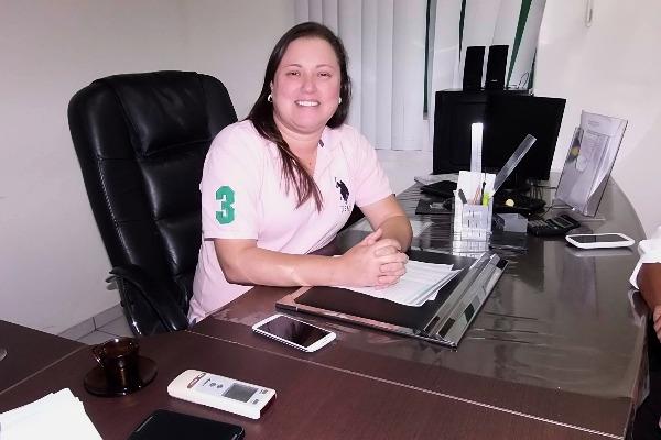 Prefeita Lorenna di Gregorio reduz o próprio salário e de todo o primeiro escalão