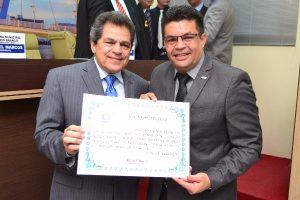 Vereador Manuel Marcos homenageia o Tribunal de Contas do Acre