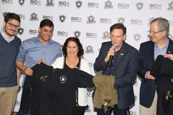 Prefeitura e Botafogo lançam campanha de doação de agasalhos e cobertores
