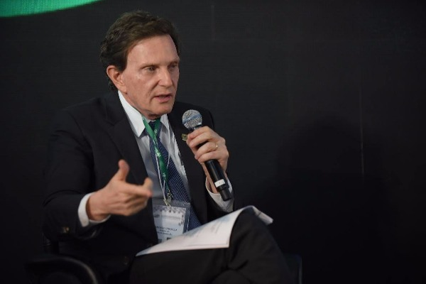 Crivella viaja em busca de investimentos para o Rio