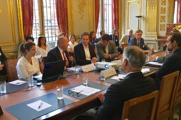 Crivella discute com empresários franceses investimentos para o Rio