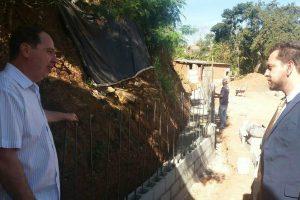 Marcos Abdala acompanha obras em comunidades de Piracicaba (SP)
