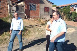 Marcos Abdala acompanha obras de urbanização em comunidades de Piracicaba (SP)