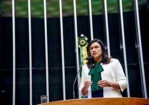 Maria Rosas defende achatamento da curva como condição para retorno às aulas