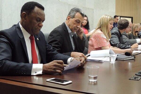 Ossesio Silva debate Programa de Descarte de Medicamentos em audiência pública em PE