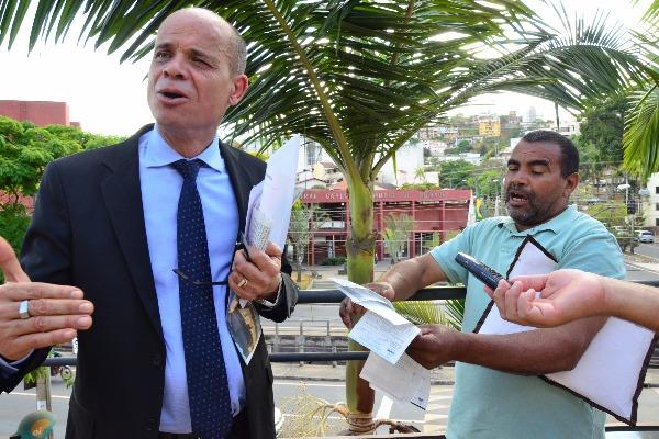 Vereador Paulo Soares acolhe reivindicações de desempregado em Itabira (MG)